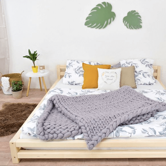 postel lakovana